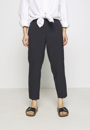 SLFRIA CROPPED PANT - Pantalon classique - dark sapphire