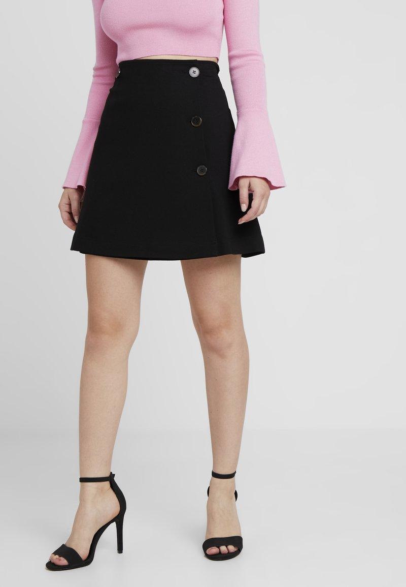 Selected Femme Petite - SLFNOUELLE SKIRT - Zavinovací sukně - black