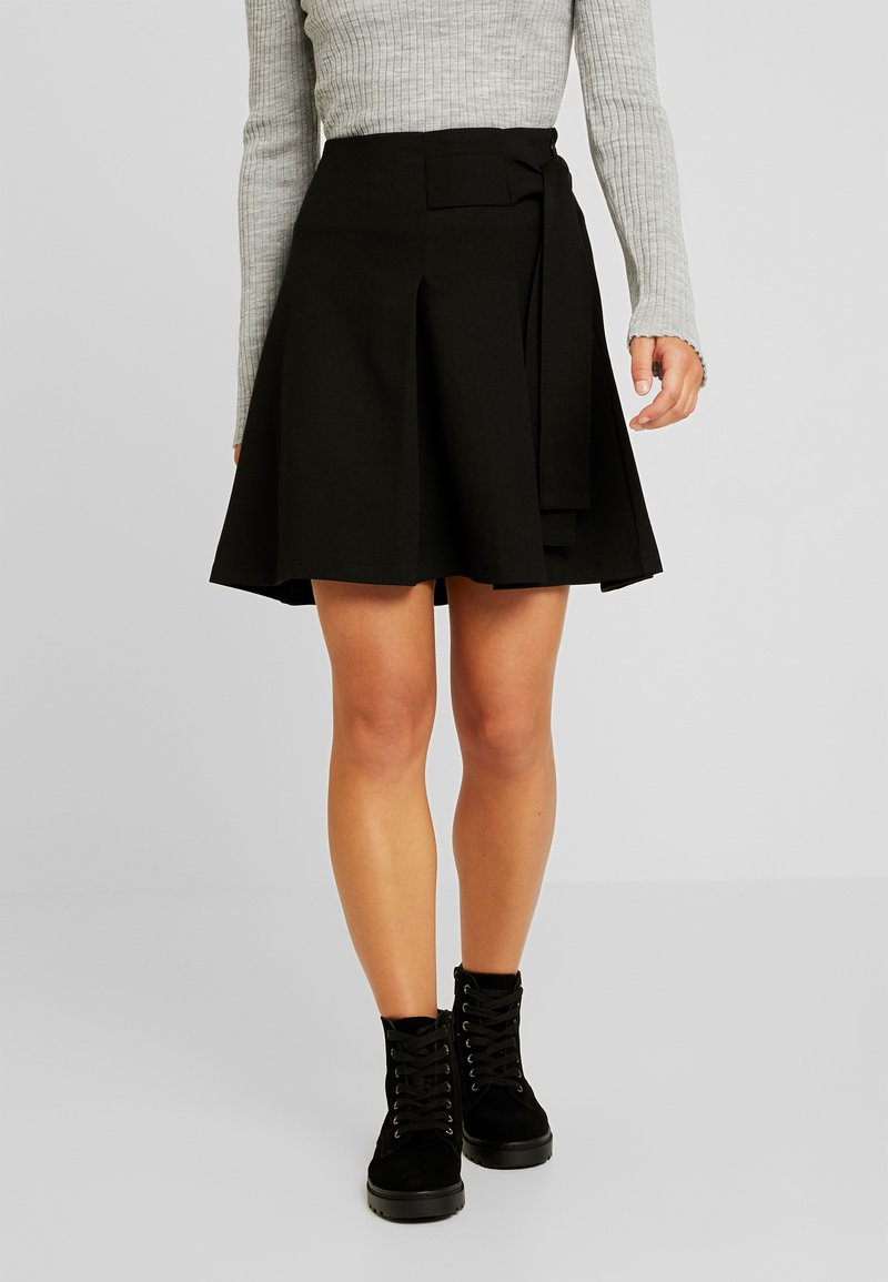 Selected Femme Petite - SLFTHORA SKIRT - Spódnica z zakładką - black