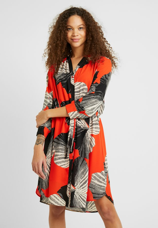 SLFDAMINA DRESS - Blousejurk - orange/black/white