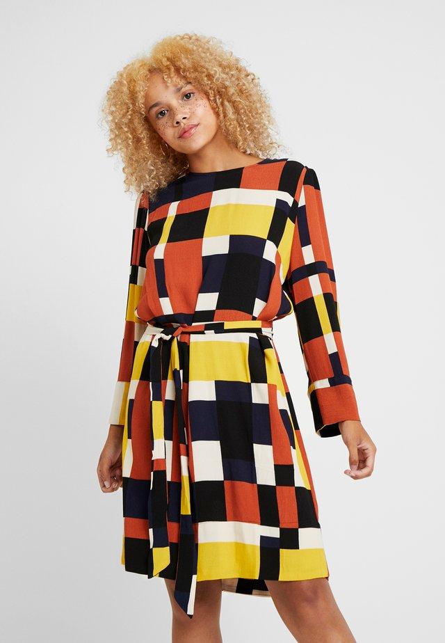 SLFHADLEY TUNNI SHORT DRESS - Day dress - ginger bread