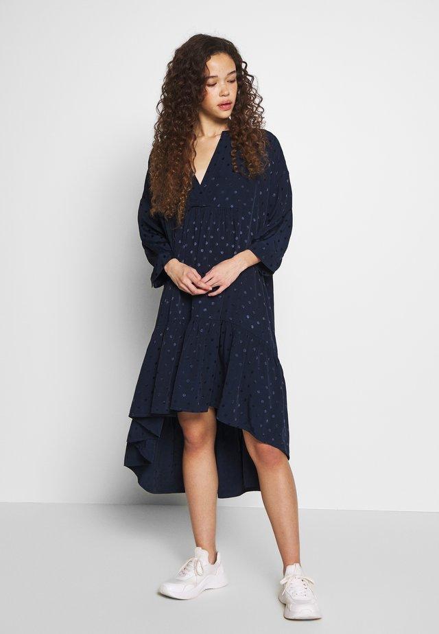 SLFMAYA 3/4 SHORT DRESS PETITE - Korte jurk - dark sapphire