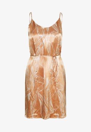 SLFFRANKA TUNNI SHORT DRESS - Vapaa-ajan mekko - caramel
