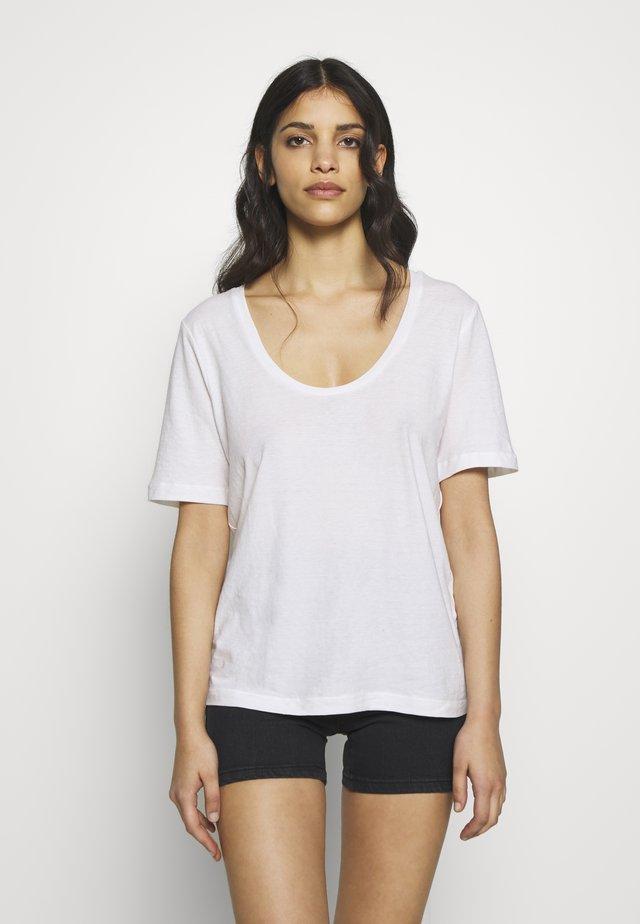 SLFASTRID TEE  PETITE - Basic T-shirt - bright white