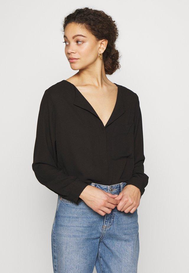 SLFDYNELLA PETITE - Bluse - black