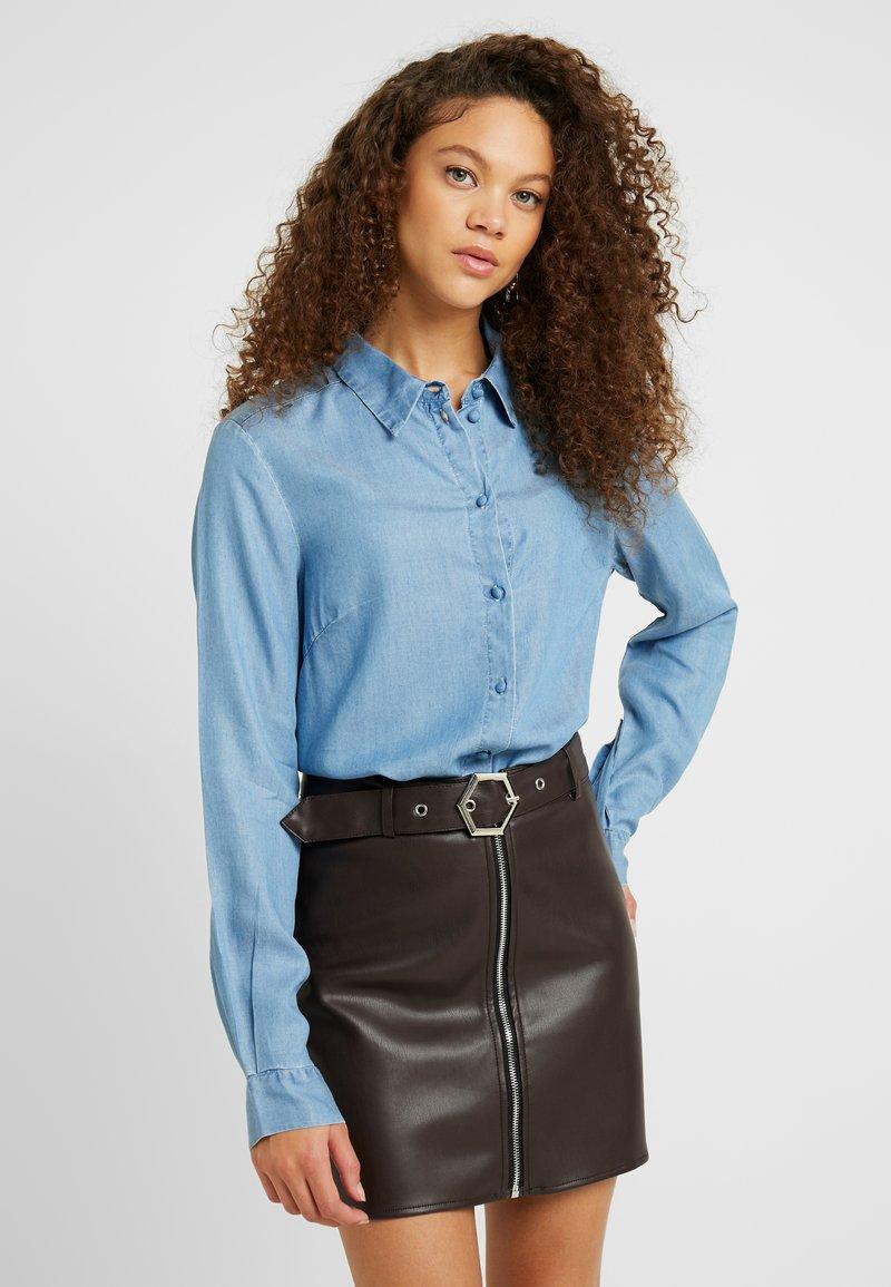 Selected Femme Petite - SLFMATTIE - Camisa - light blue