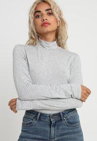 Selected Femme Petite - SFMIO HIGHNECK - Pitkähihainen paita - light grey melange - 0