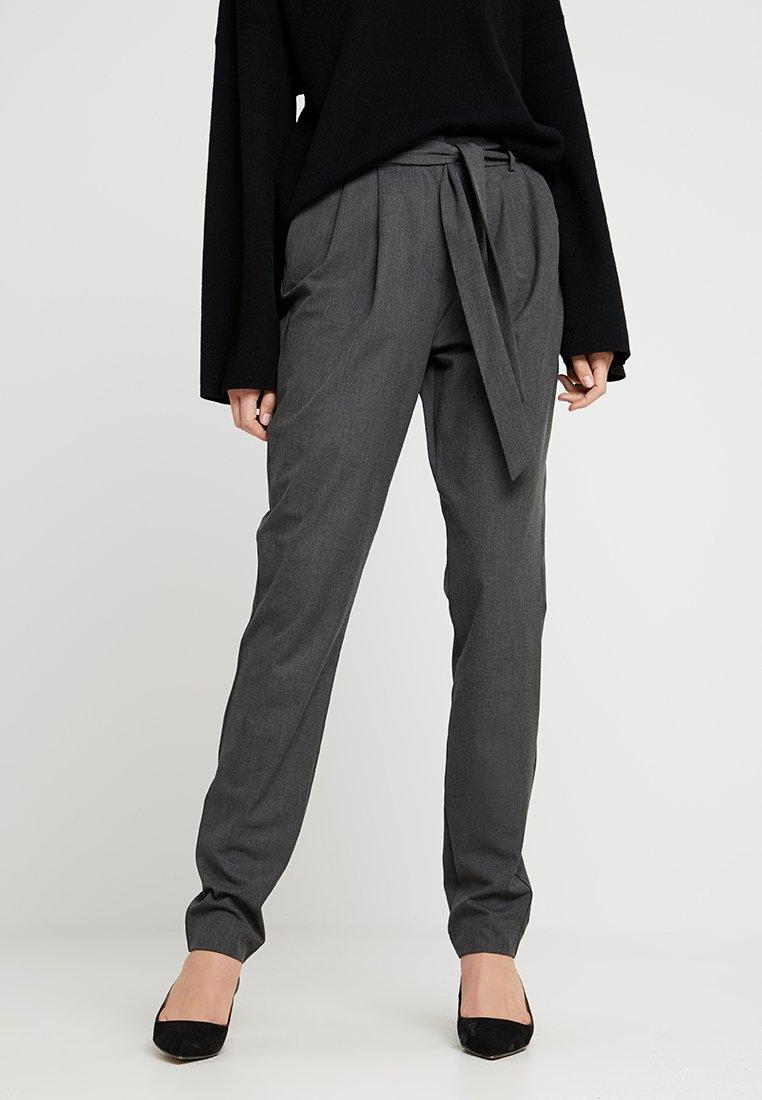 Selected Femme Tall - SLFBIO KIPAS PANT - Pantalones - dark grey melange