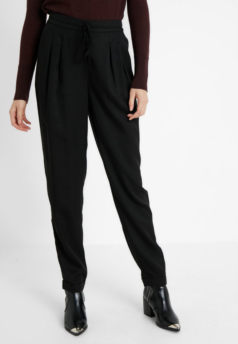 Selected Femme Tall - SLFPORTA ANKLE PANT - Trousers - black