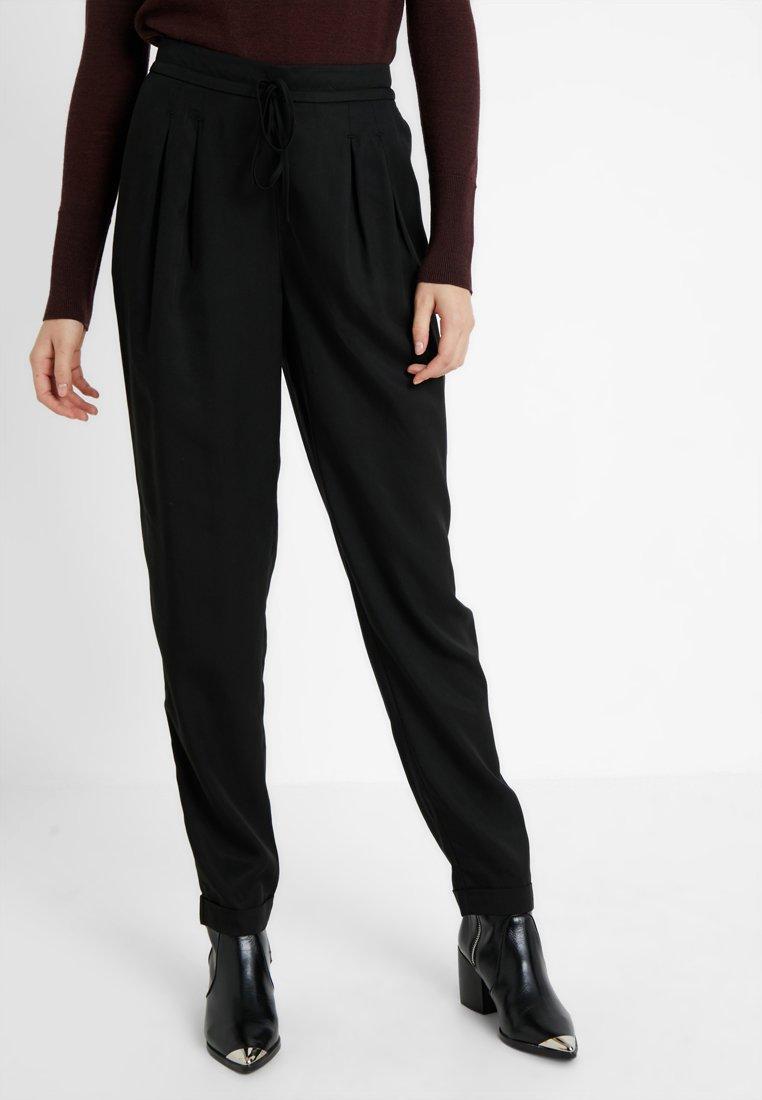 Selected Femme Tall - SLFPORTA ANKLE PANT - Stoffhose - black