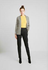 Selected Femme Tall - SLFLUNA ANKLE PANT - Broek - dark grey melange - 2