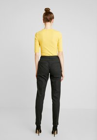 Selected Femme Tall - SLFLUNA ANKLE PANT - Broek - dark grey melange - 3