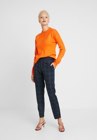 Selected Femme Tall - SLFTALE STRAIGHT PANT - Kalhoty - night sky/comb - 2