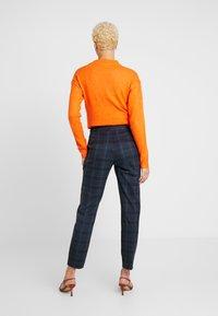Selected Femme Tall - SLFTALE STRAIGHT PANT - Kalhoty - night sky/comb - 3