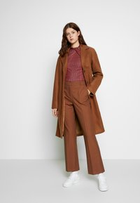 Selected Femme Tall - SLFADA  CROPPED FLARED PANT - Bukse - ginger bread - 1