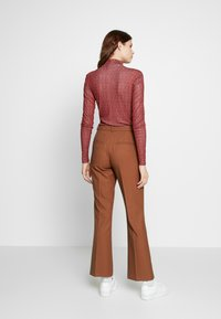 Selected Femme Tall - SLFADA  CROPPED FLARED PANT - Bukse - ginger bread - 2