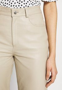 Selected Femme Tall - SLFNOLA CROPPED PANTS - Kalhoty - silver - 3