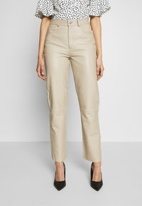 Selected Femme Tall - SLFNOLA CROPPED PANTS - Kalhoty - silver - 0
