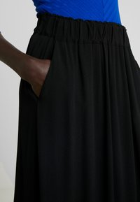 Selected Femme Tall - SLFBISMA MIDI SKIRT - Jupe longue - black - 4