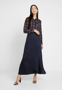 Selected Femme Tall - SLFPAIGE ANKLE SKIRT - Jupe longue - night sky - 1