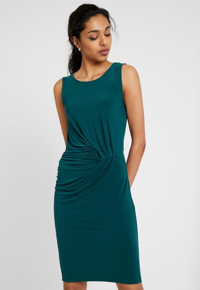 SLFTANJA TELLER DRESS - Pouzdrové šaty - ponderosa pine