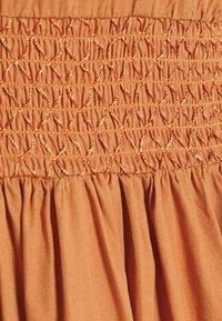 Selected Femme Tall - SLFCARLOTTA MIDI STRAP DRESS - Maxikjole - caramel - 2
