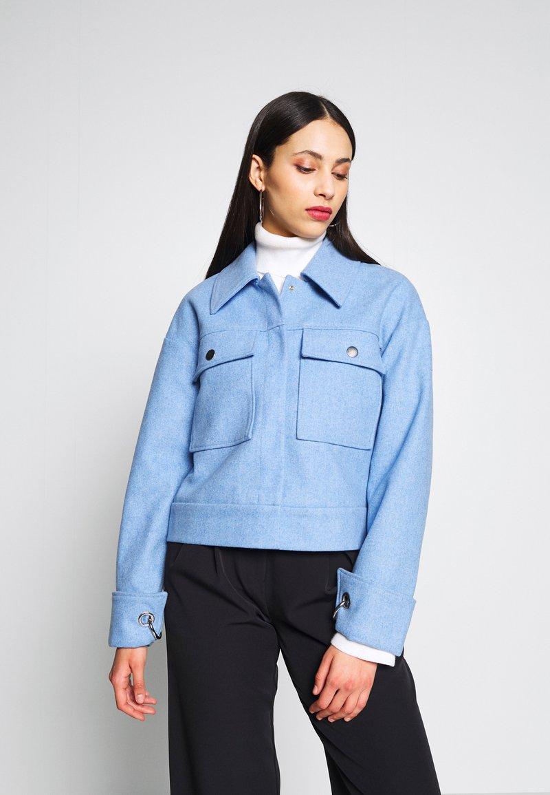 Selected Femme Tall - SLFBETTY JACKET - Tunn jacka - della robbia blue/melange
