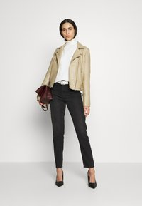 Selected Femme Tall - SLFKATIE JACKET  TALL - Kurtka skórzana - cornstalk - 1
