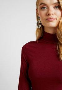 Selected Femme Tall - HIGHNECK TALL - Topper langermet - cabernet - 5