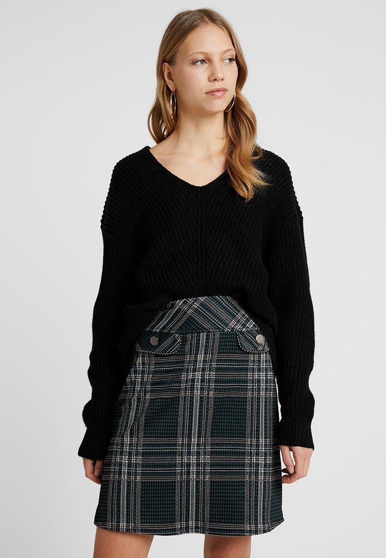 Selected Femme Tall - SLFROSE V-NECK - Strickpullover - schwarz