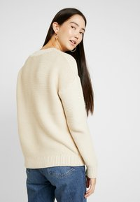 Selected Femme Tall - SLFWALLA O-NECK - Svetr - sandshell - 2