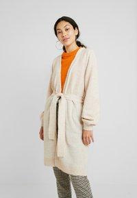 Selected Femme Tall - SLFANNA CARDIGAN - Vest - sandshell - 0