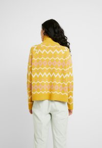 Selected Femme Tall - SLFNORMA - Jersey de punto - lemon curry/cameo brown/sandshell - 2