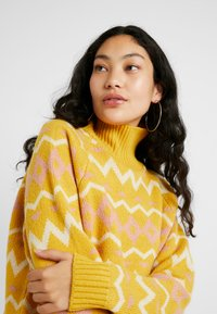 Selected Femme Tall - SLFNORMA - Jersey de punto - lemon curry/cameo brown/sandshell - 3