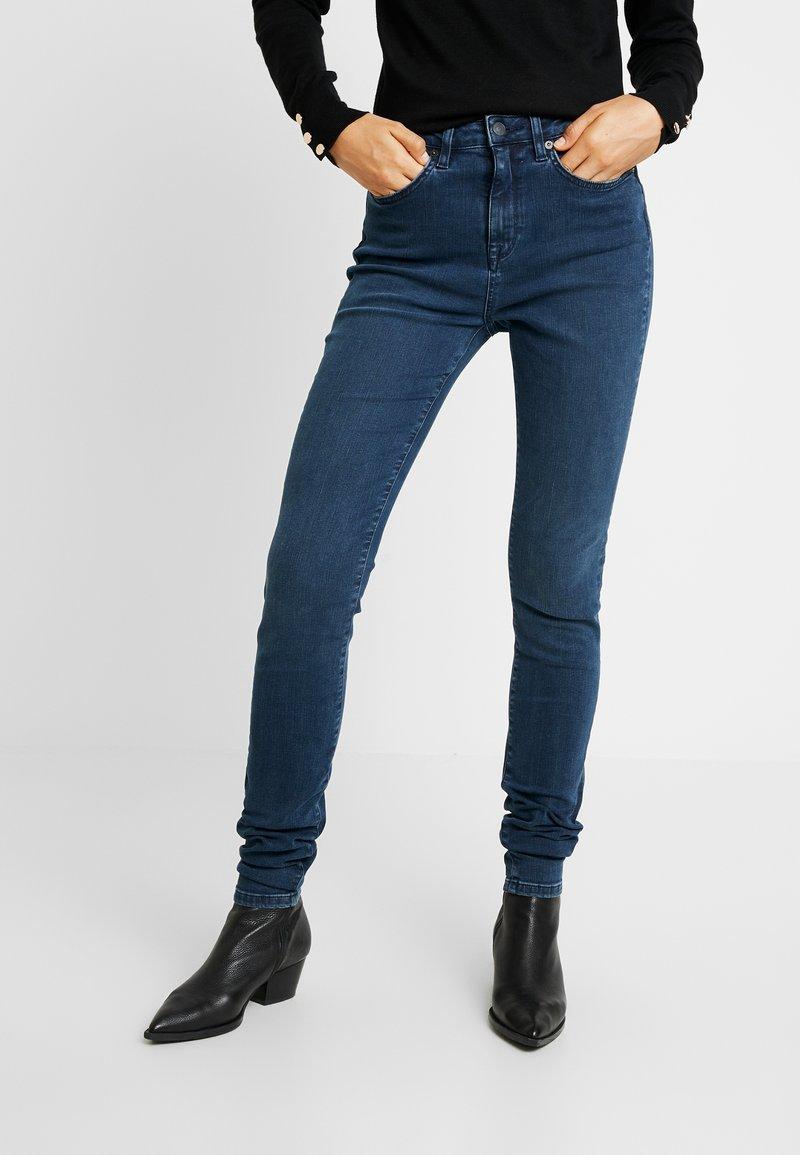 Selected Femme Tall - SLFMAGGIE RAVEN - Jeans Skinny Fit - dark blue denim