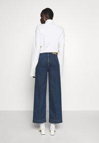 Selected Femme Tall - SLFGENE SPRUCE - Vaqueros a campana - dark blue denim - 2