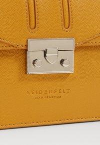 Seidenfelt - ROROS - Across body bag - mustard - 3