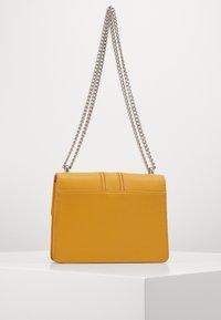 Seidenfelt - ROROS - Across body bag - mustard - 1