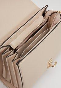 Seidenfelt - KISA - Across body bag - off white - 5