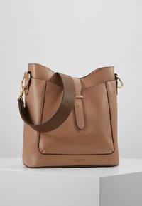 Seidenfelt - ARENDAL - Handbag - almond - 6