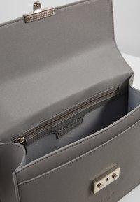 Seidenfelt - ROROS BIG - Across body bag - grey - 5