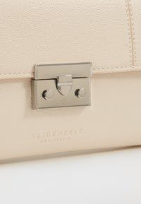 Seidenfelt - ROROS CLUTCH - Clutch - beige/silver-coloured
