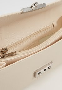 Seidenfelt - ROROS CLUTCH - Clutch - beige/silver-coloured - 5