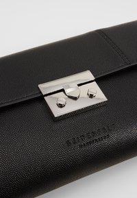 Seidenfelt - ROROS CLUTCH - Pikkulaukku - black/ silver-coloured - 2
