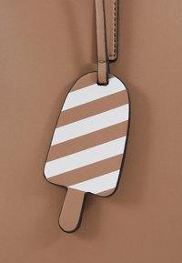 Seidenfelt - LYNGDAL - Handbag - almond - 6