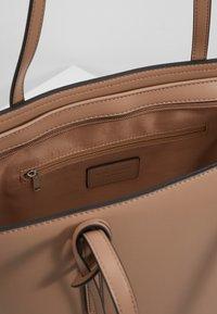 Seidenfelt - LYNGDAL - Handbag - almond - 5