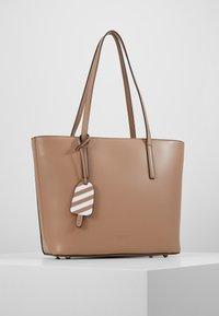 Seidenfelt - LYNGDAL - Handbag - almond - 0