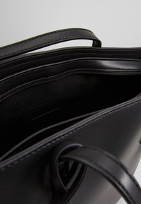Seidenfelt - LYNGDAL - Handbag - black - 5