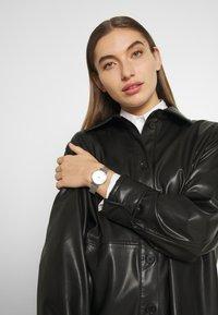 Sekonda - LADIES WATCH ROUND CASE - Watch - silver-coloured - 0