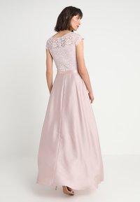 Swing - Společenské šaty - peach - 2